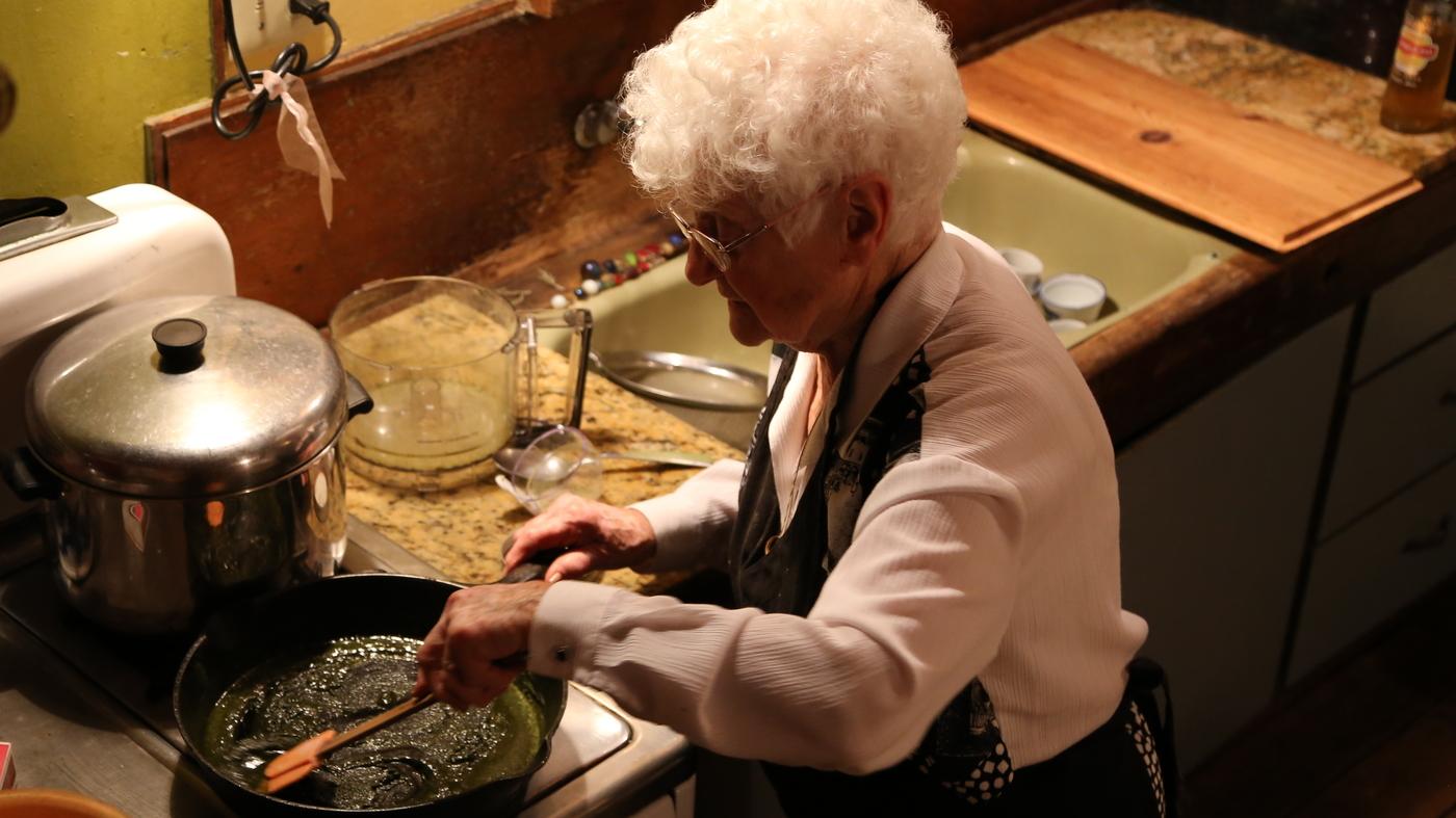 nonna-marijuana-prepara-i-brownies